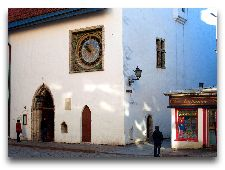 Достопримечательности Таллинна – cоборы и церкви: Часы на стене церкви св. Духа