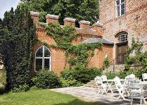 Замок Брохолм: летняя терраса