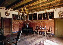 Замок Брохолм: пьяно зал