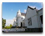 Алатскиви (замок): Фасад со стороны парка
