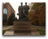 Алматы: Памятник в парке 28 Памфиловцам