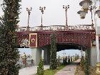Аваза: красный мост с фонарями