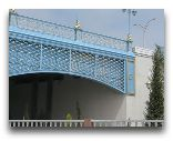 Аваза: голубой мост с фонарями