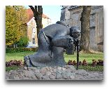 Цесис: Скульптура Монах