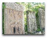 Дилиджан: Хачкары в храме Агарцин