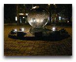 Харьков: Бронзовый памятник футбольному мячу в саду Шевченко