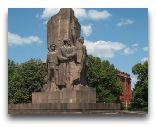 Харьков: Памятник большевикам—героям гражданской войны на Советской Украине
