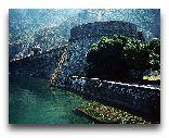Котор: Вид на городские стены со стороны реки