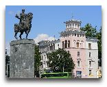 Кутаиси: Памятник Давиду Строителю