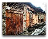 Лагич: Входные двери в дом и лавку