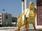 Мары: Памятник Президенту Туркмении в центре Мары