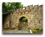 Шеки: Ворота древней крепости