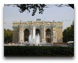 Ташкент: Театр Алишера Навои