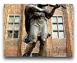 Торунь: Памятник скрипачу