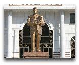 Туркменбаши: памятник Туркменбаши