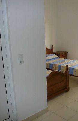 № 5 - двухместный номер с отдельными кроватями: вход в санузел номера 5