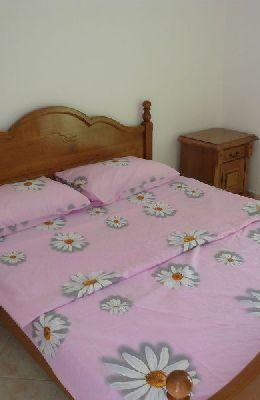 № 7 - одноместный номер с французской кроватью: кровать номера 7