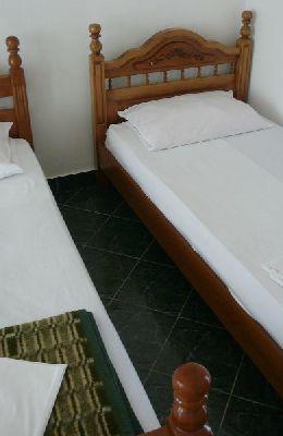 №8 - трехместный номер: номер 8 трьтья кровать у стенки